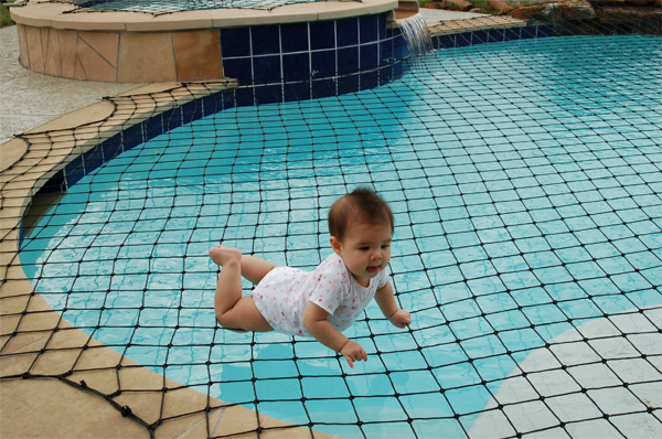 Safety swimming pool net for child safety